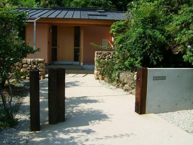 シンプルな門柱