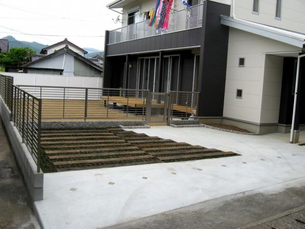 枕木を使った駐車場 【須崎市 E様邸】