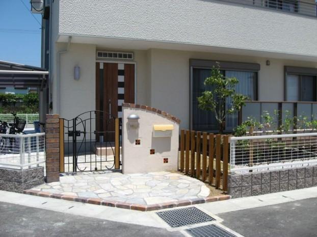 デッキとバーベキュー炉のある庭 【香南市 T様邸】