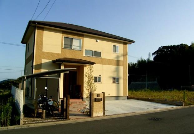 枕木とぬりかべ門柱のオープン外構 【高知市 F様邸】